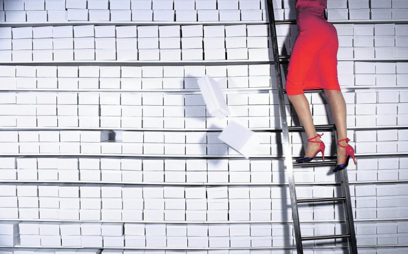 guy-bourdin-legs and boxes